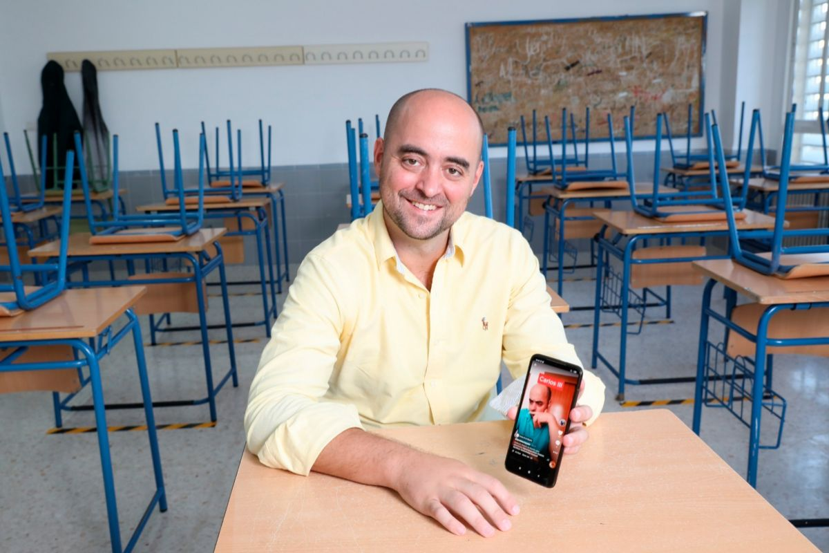 """El 'superprofe' de la educación a distancia: """"Doy clases en Instagram y TikTok pero lo presencial es insustituible"""""""