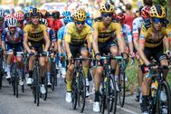 Villard De Lans ( lt;HIT gt;France lt;/HIT gt;).- Slovenian rider Primoz Roglic (C) of Team Jumbo-Visma in action during the sixteenth stage of the lt;HIT gt;Tour lt;/HIT gt; de lt;HIT gt;France lt;/HIT gt; cycling race over 164km from La- lt;HIT gt;Tour lt;/HIT gt;-du-Pin to Villard-de-Lans, lt;HIT gt;France lt;/HIT gt;, 15 September 2020. (Ciclismo, Francia, Eslovenia) EPA/