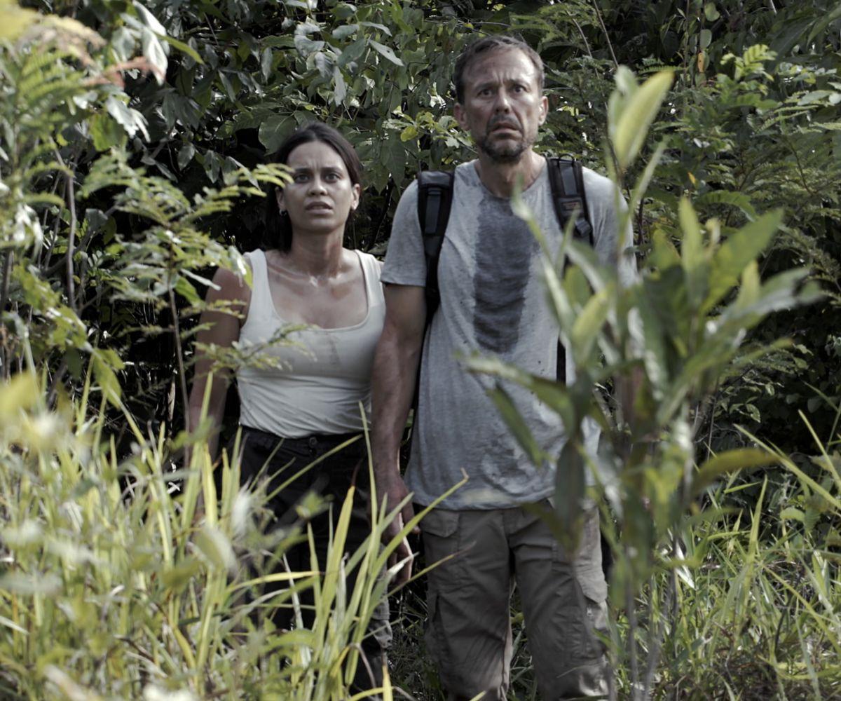 Eva (Clarice Alves) y Tomás (Carlos Urrutia) conforman un matrimonio en crisis