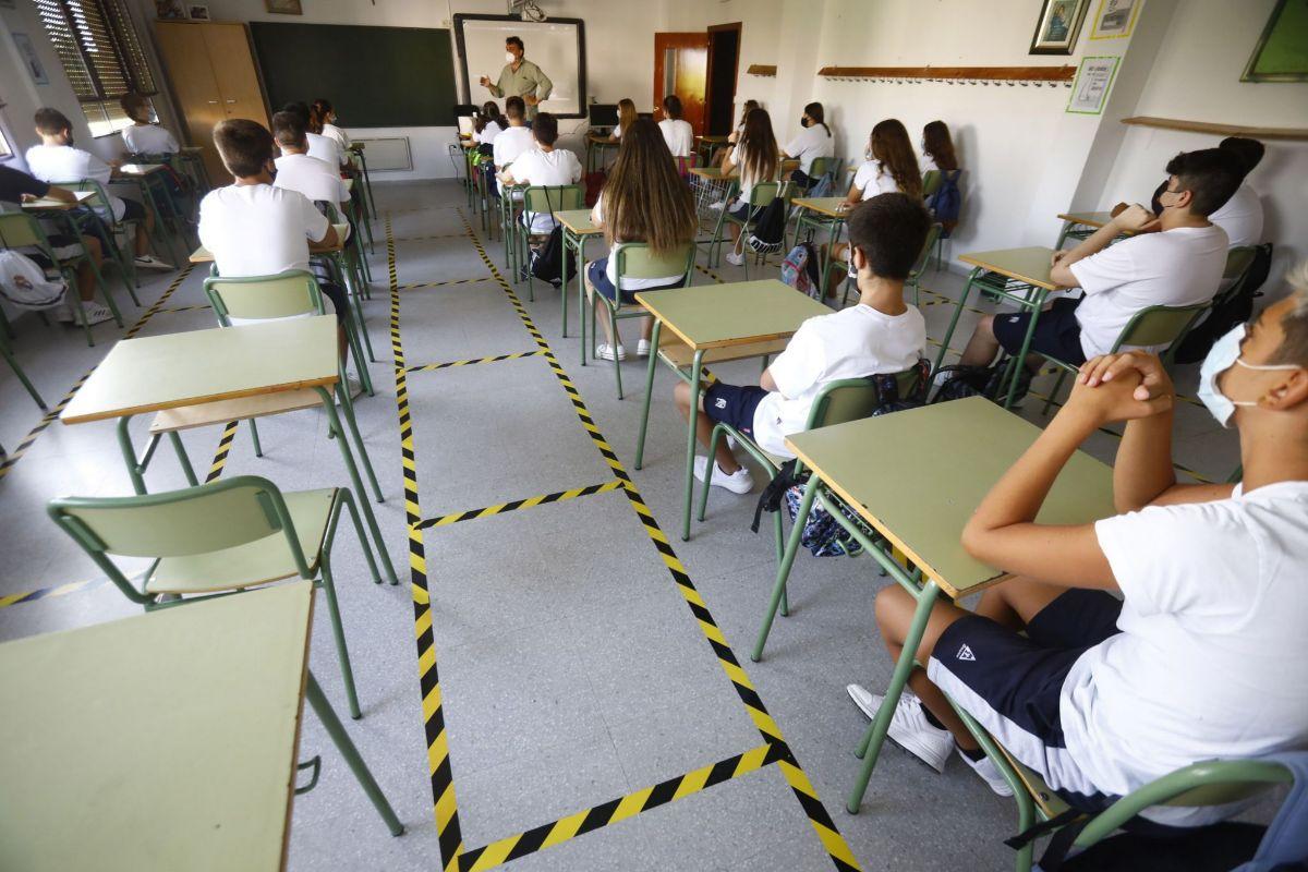 Los profesores detectan más de 300 cierres de aulas y colegios españoles por Covid