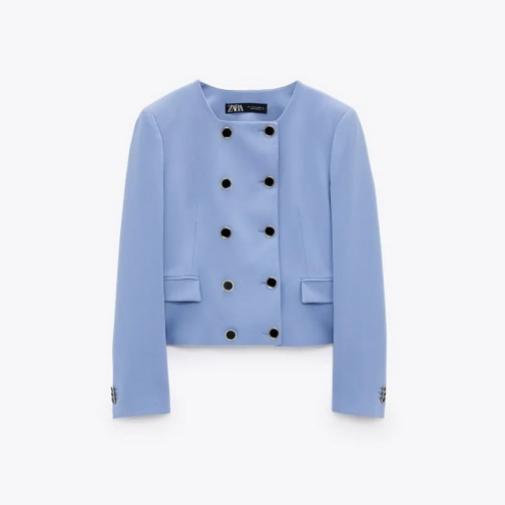 La blazer azul de Zara. Foto cortesía de Zara.
