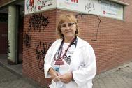 Norma Doria en la puerta del centro de salud Los Cármenes, en Madrid.
