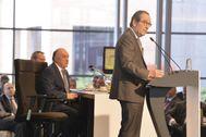 El presidente de Kutxabank Gregorio Villalabeitia interviene en una jornada empresarial organizada por Elkarri.
