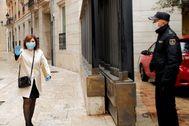 La presidenta del PPCV, Isabel Bonig, entrando en las Cortes Valencianas.