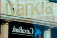 Sucursales de CaixaBank y Bankia.