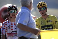 Meribel (France).- Slovenian rider Tadej Pogacar (L) of UAE Team Emirates and Slovenian rider Primoz Roglic (R) of Team lt;HIT gt;Jumbo lt;/HIT gt;-Visma wait at the start of the 18th stage of the Tour de France cycling race over 175km from Meribel to La-Roche-sur-Foron, France, 17 September 2020. (Ciclismo, Francia, Eslovenia) EPA/