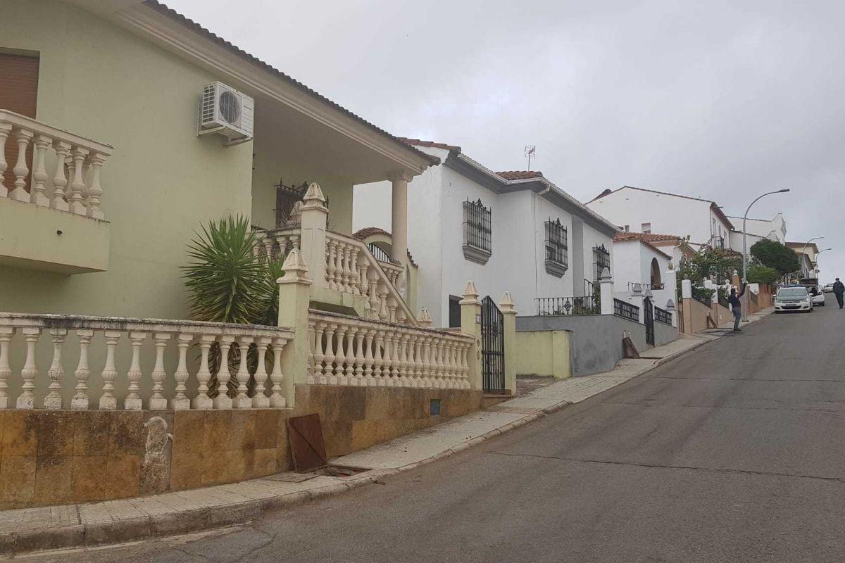 La vivienda de Manuela Chavero, en el 15 de la calle El Cerezo, a muy pocos metros de la del arrestado.