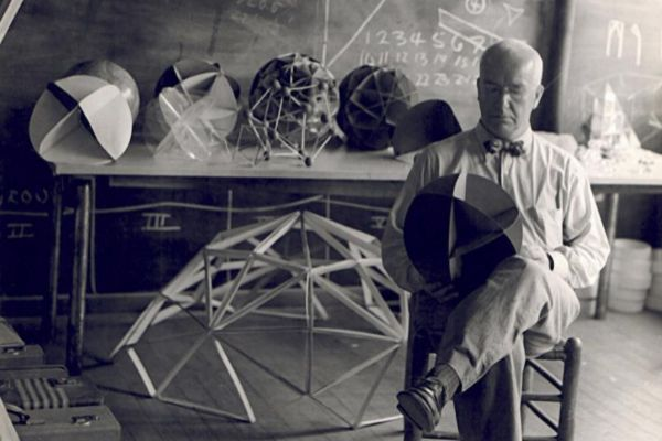 Retrato de Richard Buckminster Fuller.