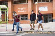 Estudiantes en la zona de Ciudad Universitaria, en Madrid