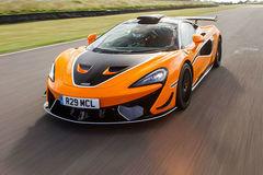El McLaren 620R que probamos, en el circuito de Snetterton.