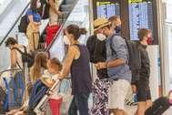 Turistas en el aeropuerto de Son Sant Joan el pasado agosto.