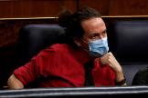 Pablo Iglesias, sentado en su escaño, durante la sesión de control al Gobierno celebrada en el Congreso.