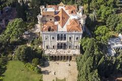 Vista aérea de los daños en el palacio y Museo Sursock.
