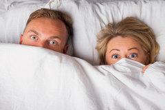 Si el niño os sorprende en la cama, éstas son algunas respuestas que le podéis dar