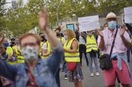 Protesta frente a la Asamblea de Madrid, este domingo en Villa de Vallecas.