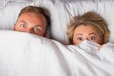 Cómo actuar si tu hijo os pilla en la cama