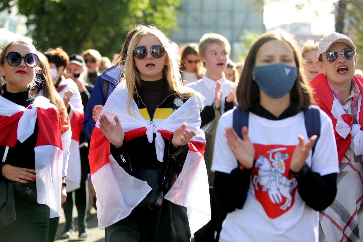 Manifestación de mujeres contra Lukashenko, en Minsk.