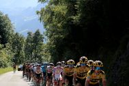La Roche Sur Foron (France).- The peloton in action during the 18th stage of the lt;HIT gt;Tour lt;/HIT gt; de France cycling race over 175km from Meribel to La-Roche-sur-Foron, France, 17 September 2020. (Ciclismo, lt;HIT gt;Francia lt;/HIT gt;) EPA/