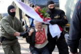 Una abuela en el furgón policial: Nina, la opositora que desafía a Lukashenko con 73 años