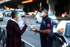 Control policial en Vallecas, este lunes.