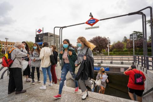 Alumnas junto a la Complutense de Madrid.