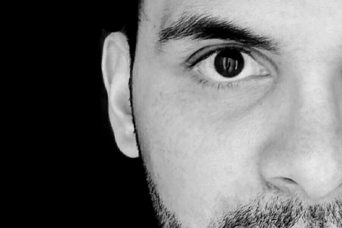 La gran 'simulación' del poeta de los 20.000 euros y los miles de 'bots'