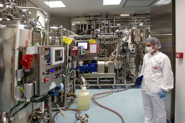 """VIGO.- Vista del departamento de producción de lt;HIT gt;Biofabri lt;/HIT gt;, del grupo Zendal, que prevé fabricar """"cientos de millones"""" de dosis de la vacuna de la Covid-19 en la que trabaja la farmacéutica estadounidense Novavax, con la que cerró un acuerdo para producirla en la Unión Europea.-"""