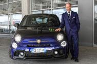 Luca Napolitano junto al Abarth 595 Monster Energy Yamaha.
