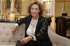 Julia Navarro (Madrid, 1953).