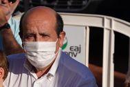 El ex dirigente del PNV Román Berriozabal durante la campaña de las elecciones autonómicas del 12 de julio en Vitoria.