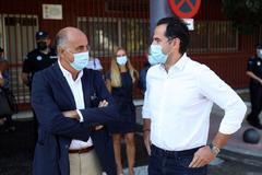 """Madrid pide a Sánchez apoyo militar """"urgente"""" para realizar test y 222 policías y guardia civiles para vigilar las cuarentenas"""