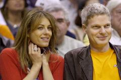 Steve Bing y Liz Hurley en 2001.