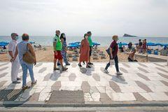 Turistas en Benidorm (Alicante).