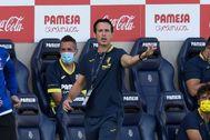 GRAF7361. VILLARREAL.- El entrenador del Villarreal CF Moi, Unai Emery da instrucciones a sus jugadores durante el partido de la segunda jornada de Liga en Primera División que disputan ante la SD lt;HIT gt;Eibar lt;/HIT gt;, este sábado ante en el Estadio de la Cerámica.