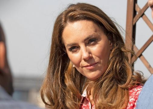 La realeza no escapa a las mechas maquillaje: Kate Middleton las lleva muy naturales, casi imperceptibles, sobre su melena castaño toffee.