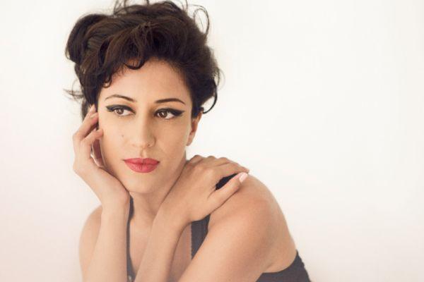 Retrato de Ana Moura, cantante de fado.
