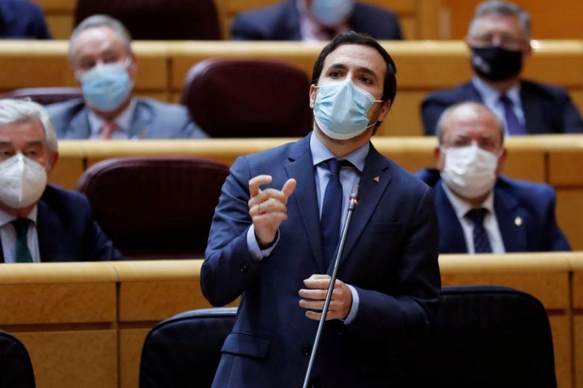 """Pablo Iglesias y Alberto Garzón acusan al Rey de romper su """"neutralidad política"""" y de """"maniobrar contra el Gobierno"""""""