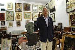 Alberto Tejada, en Appolo Subastas, la galería de arte que poseía en Pamplona, en una imagen de 2011.