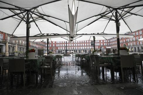 Una terraza vacía en la Plaza Mayor de Madrid