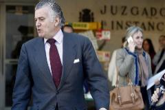 El ex  tesorero del PP,Luis Bárcenas sale del juzgado en 2019.