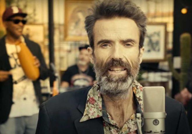 """Pau Donés en el videoclip 'Eso que tú me das"""", publicado poco antes de su muerte."""