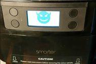 Pitidos, agua hirviendo y mensajes de error: así se secuestra una cafetera inteligente