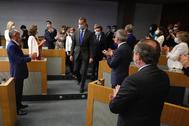 Felipe VI, seguido por la ministra de Economía, Nadia Calviño, y el presidente de la CEOE, Antonio Garamendi, en un acto con empresarios el pasado 24 de junio.