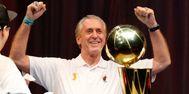 Riley, en la celebración de uno de sus tres anillos con los Heat.