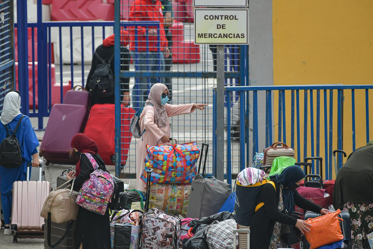 Mujeres marroquíes, este miércoles, en Ceuta.