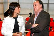 El empresario y ex consejero delegado de Isofotón, José Luis Manzano, junto a la directora general de la Guardia Civil, María Gámez, en su etapa de alto cargo de la Junta en Málaga.