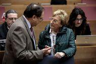 El conseller de Hacienda, Vicent Soler, con la de Sanidad, Ana Barceló.