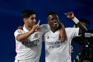 Asensio y Vinicius celebran el gol del Madrid al Valladolid.