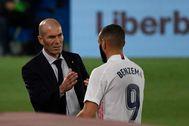 Zidane y Benzema, durante el partido contra el Valladolid.
