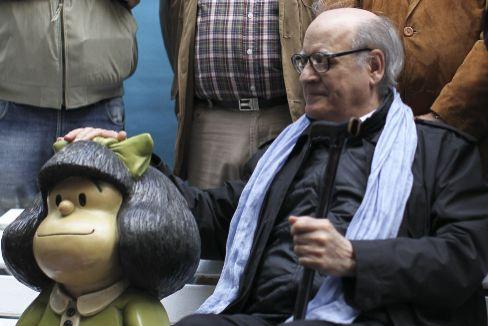 Quino junto a Mafalda.